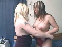 Lesbians with killer bodies make love