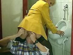 Fast throatjob in toilet