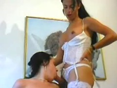 Sexy raven head tranny in threesome