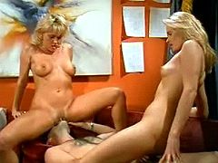 Two blond nymphs pleasing lucky guy