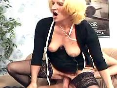 Mature swingers have fun